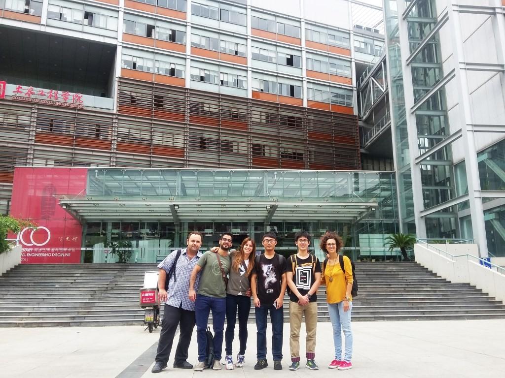 Francesca Merli e Francesca Evangelista a Shanghai con gli altri studenti del corso HBR