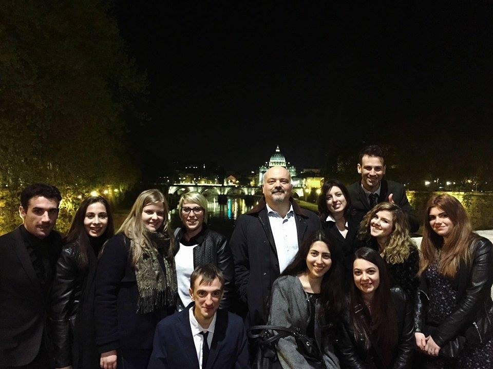 Gruppo di giuristi a Roma