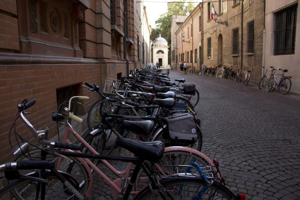 Le biciclette e la tomba di Dante